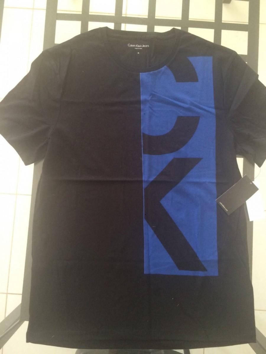 ee4b1f2ca9 Camiseta Calvin Klein Preta Tamanho (M) - EuEnvio Importados ...