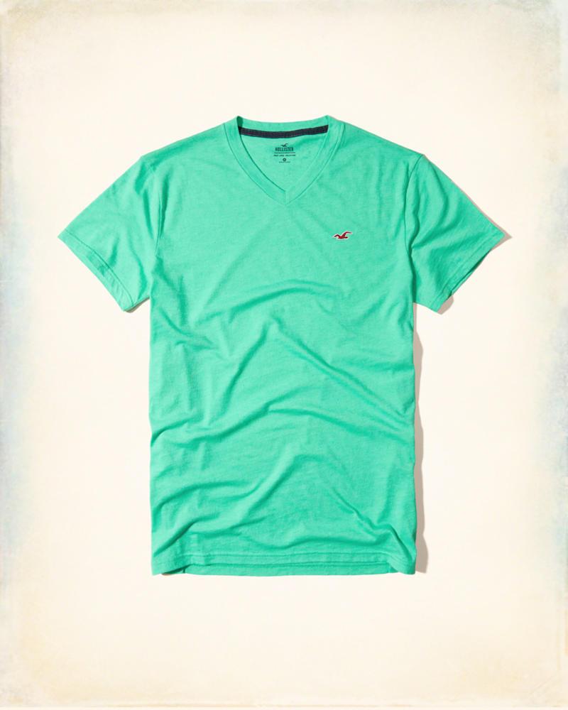 e043f9a502 Camiseta Hollister Must-Have V Neck T-Shirt Verde - EuEnvio ...